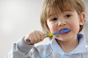 Ajari Anak Untuk Belajar Menggosok Gigi